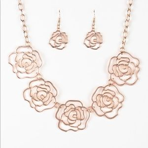 Paparazzi rose gold flower necklace